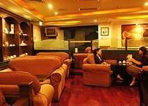 咖啡馆、酒吧及休闲茶馆所兴盛起来