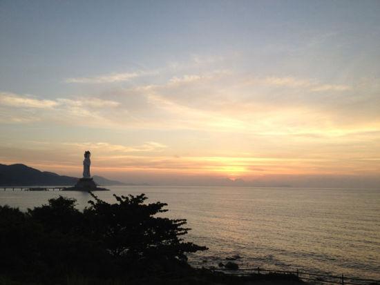 南山寺的海边,等候日出