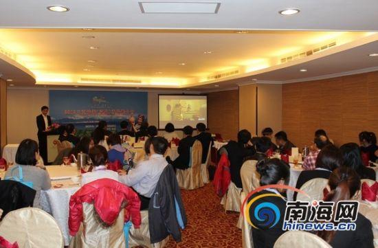 嘉宾观看三亚旅游宣传片(南海网记者马伟元摄)