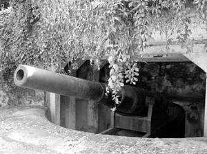 秀英炮台的古炮一景