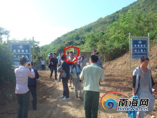 遇险人员被成功营救下山(南海网记者刘丽萍摄)