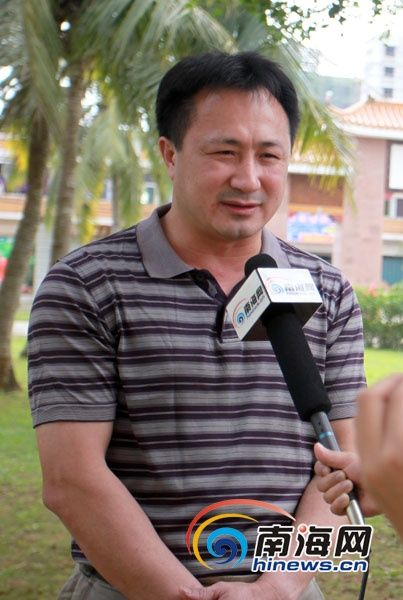 东郊镇委书记林芝富表示,东郊将借力清澜大桥开通,打造一个椰林风情旅游小镇。(南海网记者张茂摄)