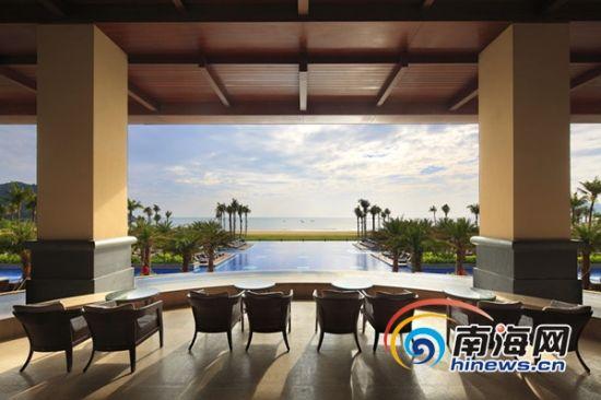 清晨醒来,睁开双眼,身处神州半岛福朋酒店,有种身处海洋之中的幻觉,一眼便望穿蓝天碧海。
