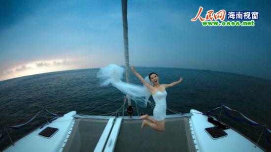 让婚纱在游艇上飘起来吧!(资料图片)