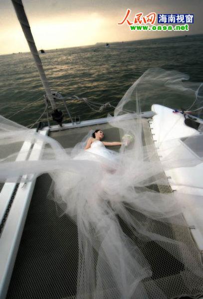 游艇上唯美画面:静躺,海风拂面,心旷神怡(资料图片)