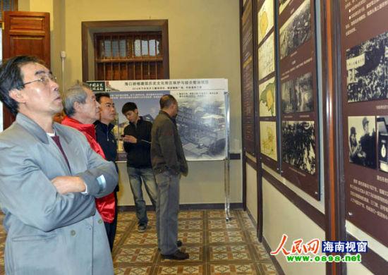 华侨投资建骑楼的事迹图文展吸引许多市民