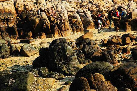 海边奇峰林立怪石嶙峋