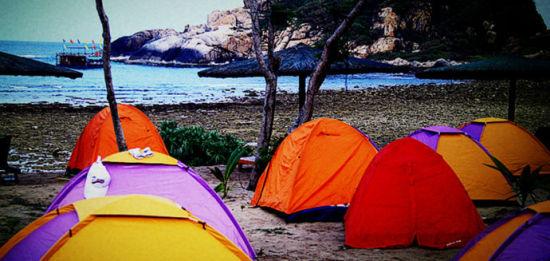 清晨牛车湾畔的帐篷群