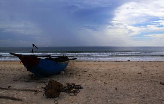 海边的旧渔船