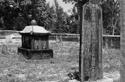 五龙港附近的许姓渡琼始祖、宋琼州通判许模的轿形墓。 苏晓杰 摄