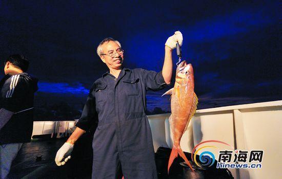永暑礁周围海域,简单的钓具就可钓起十多斤大鱼。
