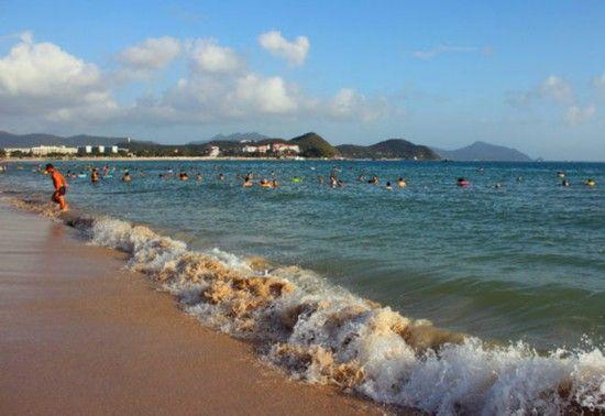 大东海的沙滩温暖而又温柔