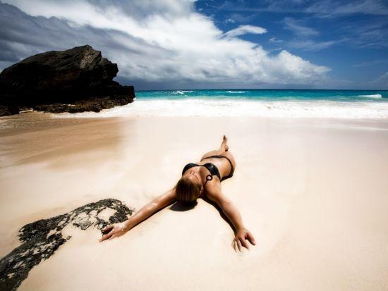 沙滩上的比基尼辣妹