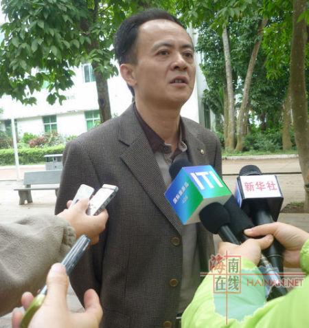 临高县旅游局局长 陈根 接受记者采访