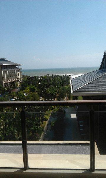 这是在酒店客房阳台上拍的。。。心情不错。。。