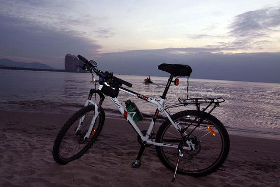 到三亚了,是时候让你的单车享受一下傍晚海边的静谧了