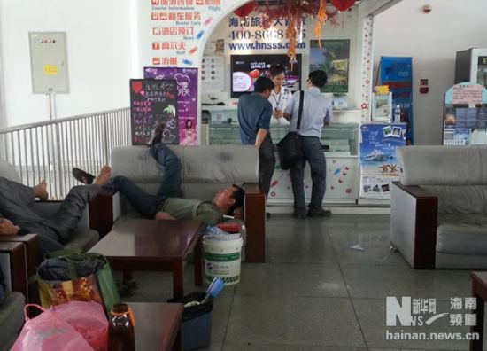 海南陵水高铁站候车室不文明现象谁来管?_海