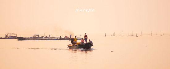 夕阳下的渔家