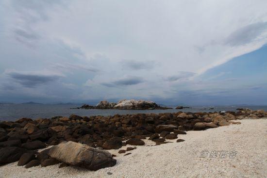 情人岛,是经历了千百年潮起潮落洗礼却依然矗立、静静相望的两座大石