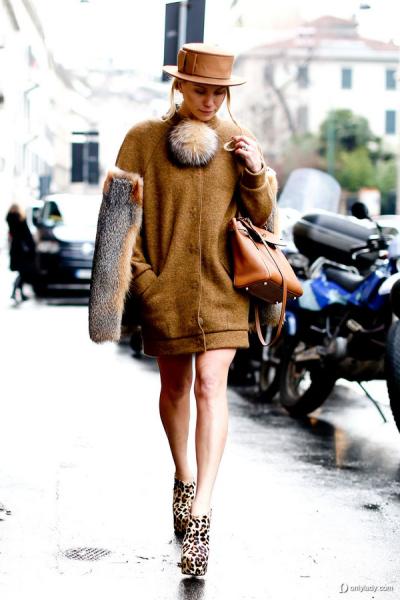 驼色大衣 小礼帽与豹纹鞋