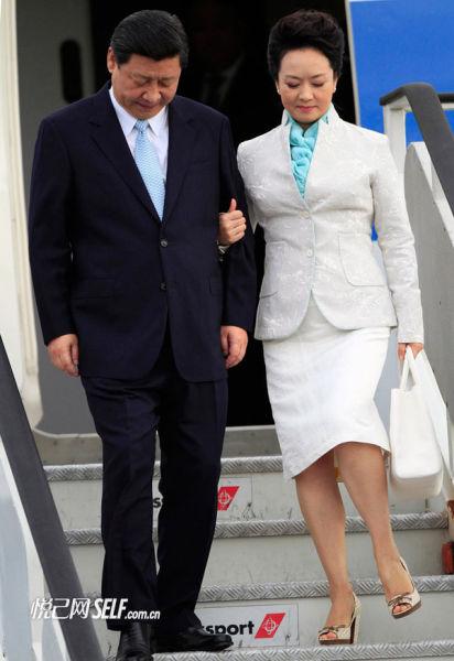 优雅白色套装