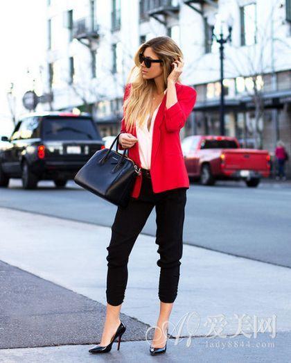 红色小西装