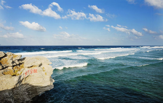 岸边的礁石