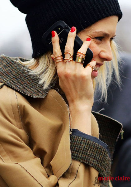 """戒指叠加不是""""暴发户"""" 是最IN的搭配法"""