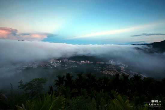 云雾间的五指山