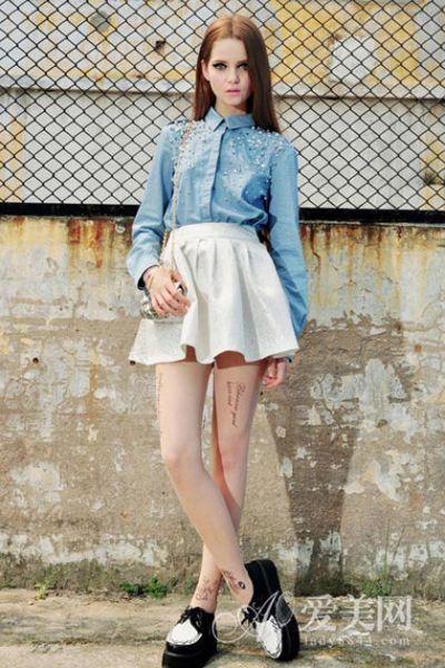 铆钉牛仔衬衫+百褶裙