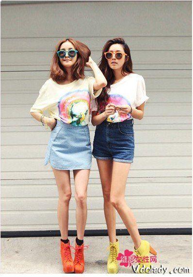 荧光印花T恤×牛仔短裤