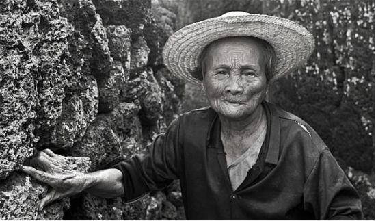 海口古村落的老人