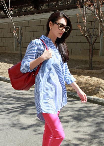 条纹衬衫+粉色九分裤