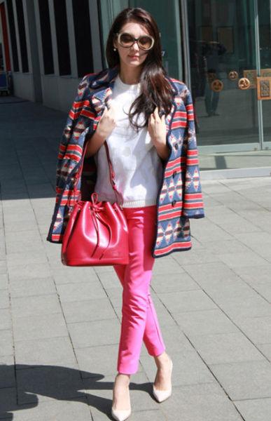 白色T恤+粉色九分裤