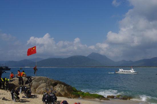 走到这里第一个想到的就是,钓鱼岛是中国的