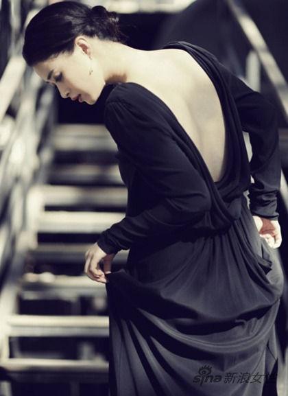 黑色露背女神长裙