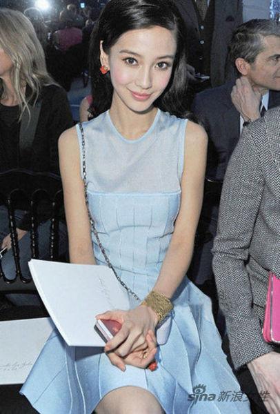 水蓝色拼接连衣裙