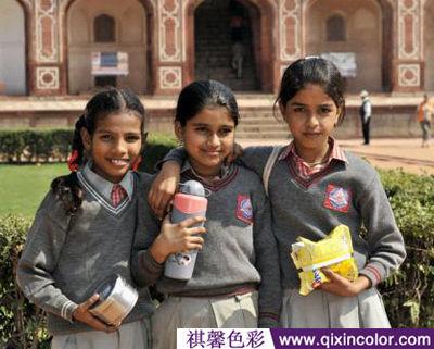 印度的校服款式基本是复制英国的