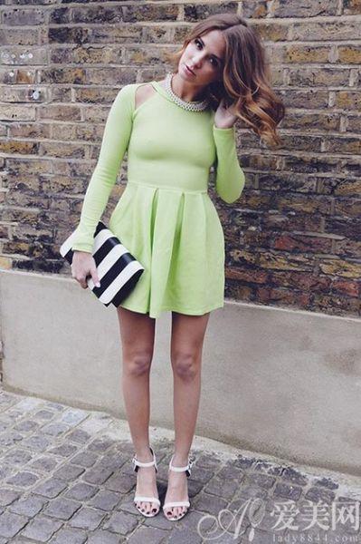 流行连衣裙:浅绿色连衣裙
