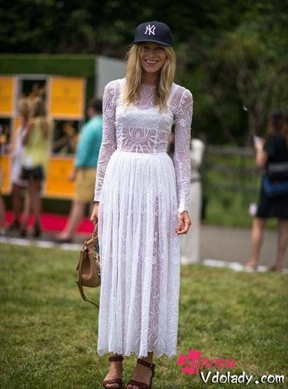 白色蕾丝雪纺裙
