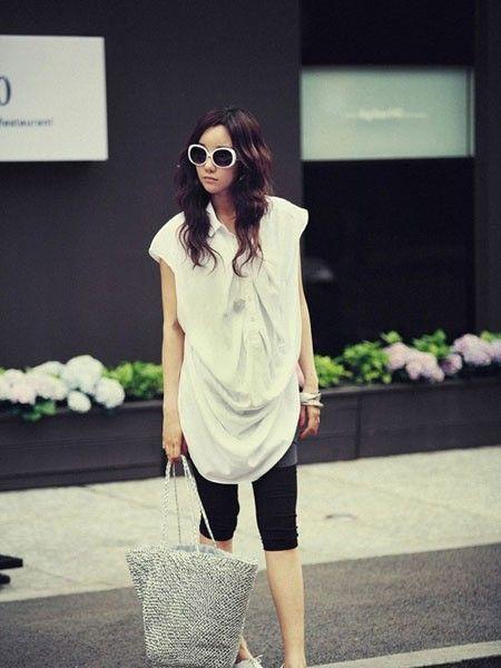 造型感十足的白色衬衫领T恤