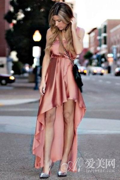 金属粉色丝绸吊带燕尾裙
