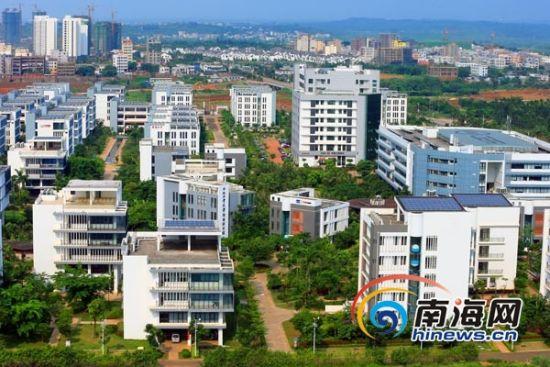 海南老城经济开发区创建于1988年5月,属五个省级开发区之一,远景规划为557平方公里,中心城区规划范围100平方公里,已开发建设面积20多平方公里。目前,正加紧申报国家级开发区,倾力打造千亿级产业园区。南海网记者 张茂 摄