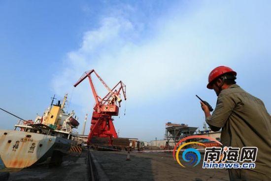 海南澄迈老城马村港忙碌的景象。南海网记者 张茂 摄