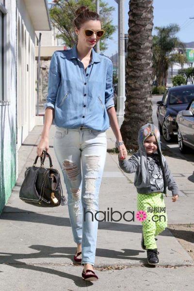 超模米兰达·可儿 (Miranda Kerr) 和儿子弗里恩·布鲁姆 (Flynn Bloom)