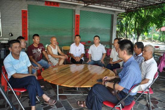 村民的板凳会议