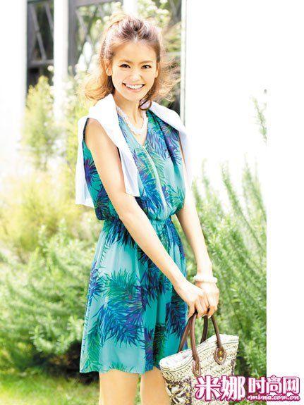 蓝绿配色印花连衣裙