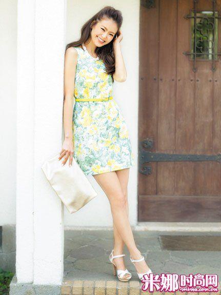 黄绿印花连衣裙