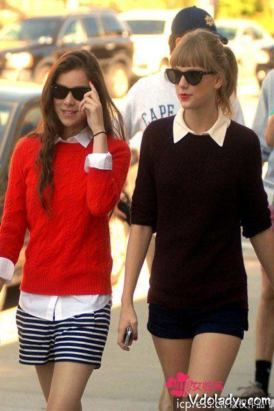 泰勒·斯威夫特和 海莉·斯坦菲尔德:套头毛衣+热裤