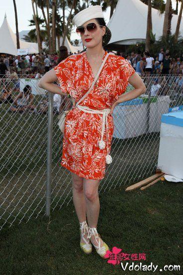 亮橘色印花裙